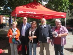 Rolf Wiegand mit Unterstützern